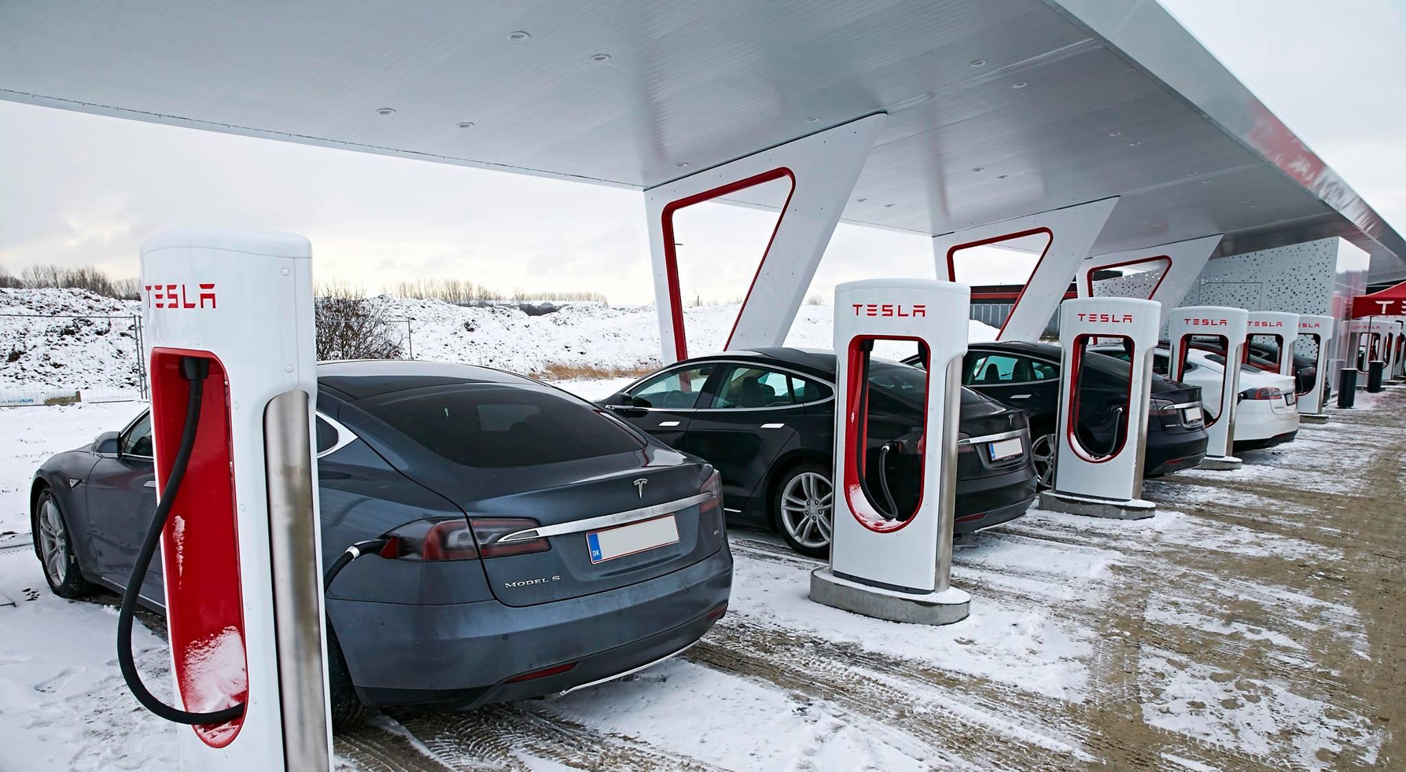 Tesla Supercharge Şarj İstasyonu
