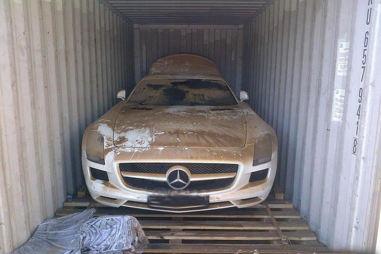 Mercedes-Benz SLS AMG Teslim Edilirken Denize Düşürüldü